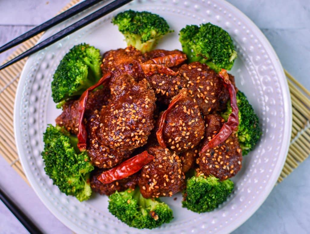 overhead picture of keto general tso chicken